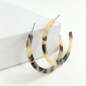 "CLOSET REHAB Jewelry - Blond Tortoise Flat Hoop Earrings 1.75"""